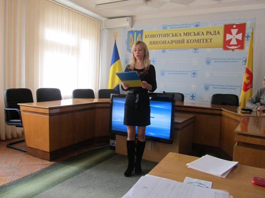 Сьогодні державні службовці та депутати Конотопської міської ради писали диктант з української мови, фото-3