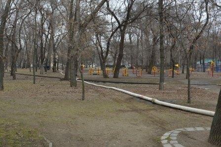 Спасатели откачивают воду в затопленном парке Глобы (ФОТО) (фото) - фото 1