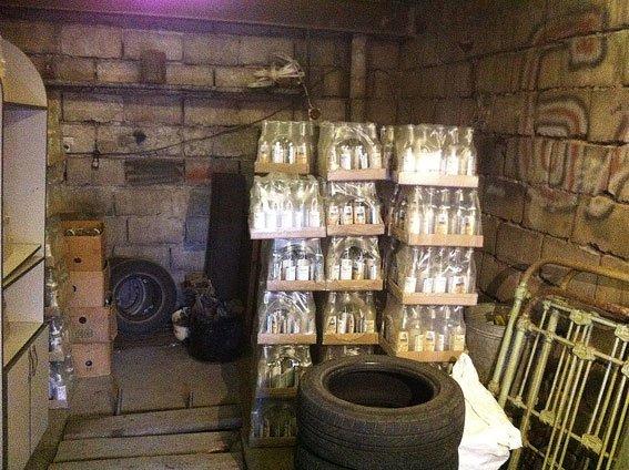 В Днепродзержинске и Днепропетровске изъяли фальшивой водки на полмиллиона гривен (фото) - фото 1