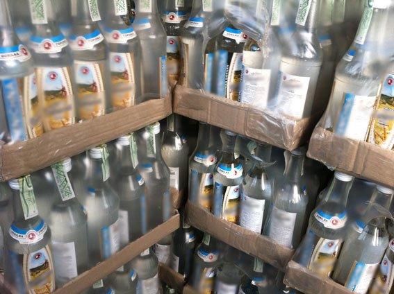 В Днепродзержинске и Днепропетровске изъяли фальшивой водки на полмиллиона гривен (фото) - фото 3