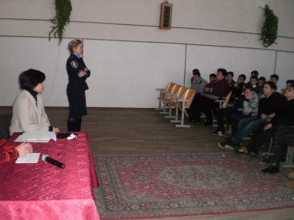 Для криворожских школьников организовали встречу с полицейскими и врачом-наркологом (ФОТО) (фото) - фото 1