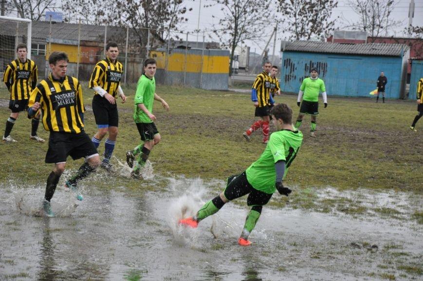 Зимовий футбол по-ужгородськи: федерація, болото і 250 гривень (фото) - фото 1