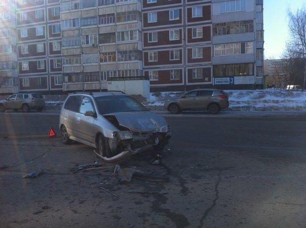 В Заволжье столкнулись три автомобиля, фото-1