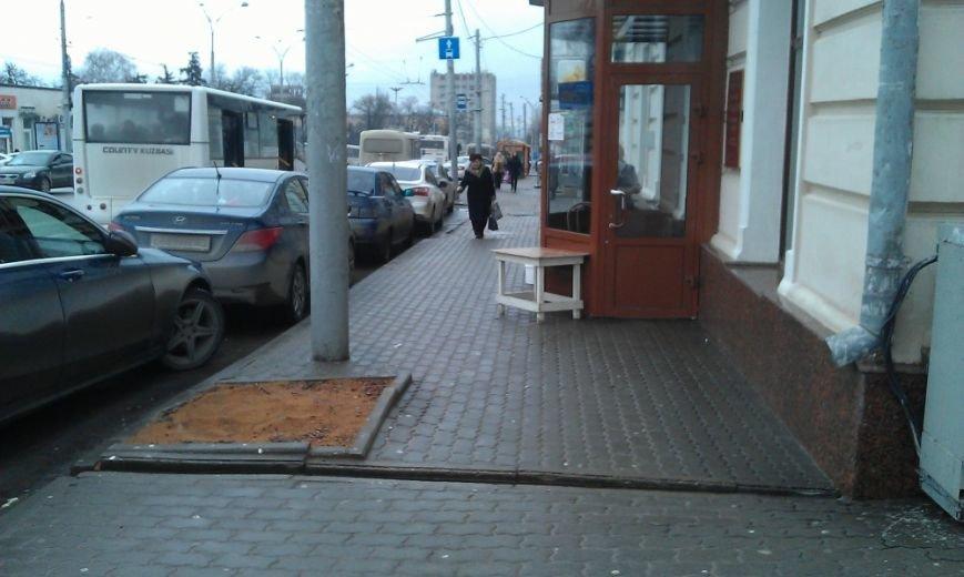 Без зелени: на площади Карла Маркса в Ростове срубили почти все деревья (фото) - фото 2