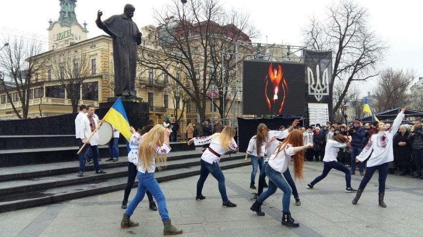 Ми пам'ятаємо: у центрі Львова вшанували пам'ять Героїв Небесної Сотні (ФОТО) (фото) - фото 2