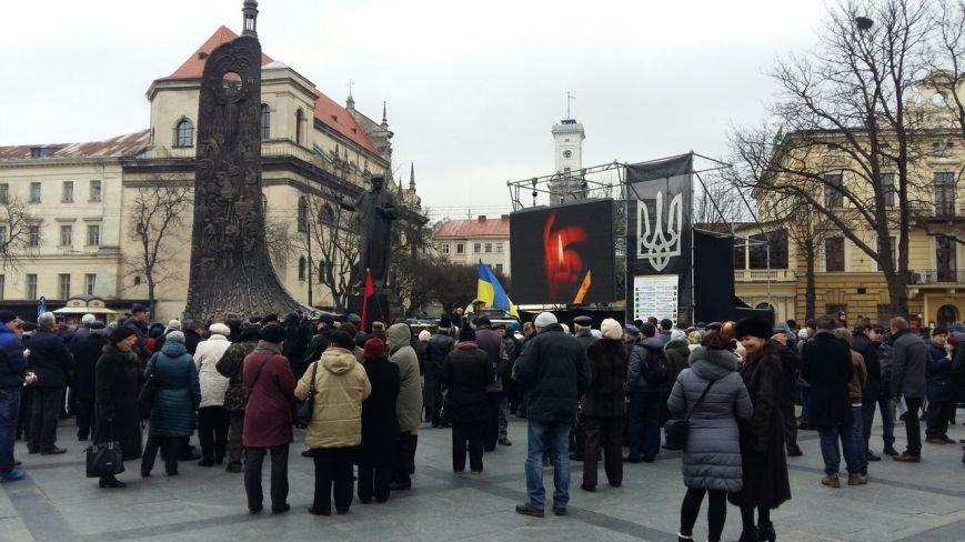 Ми пам'ятаємо: у центрі Львова вшанували пам'ять Героїв Небесної Сотні (ФОТО) (фото) - фото 3