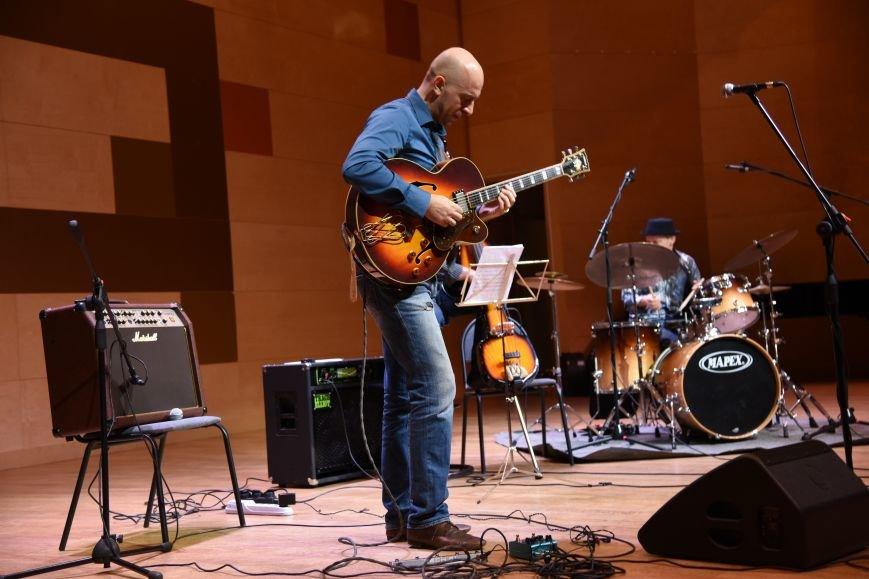 В новой Москве в Троицке прошел концерт талантливого итальянского гитариста  Алессио Менкони (ФОТО), фото-3