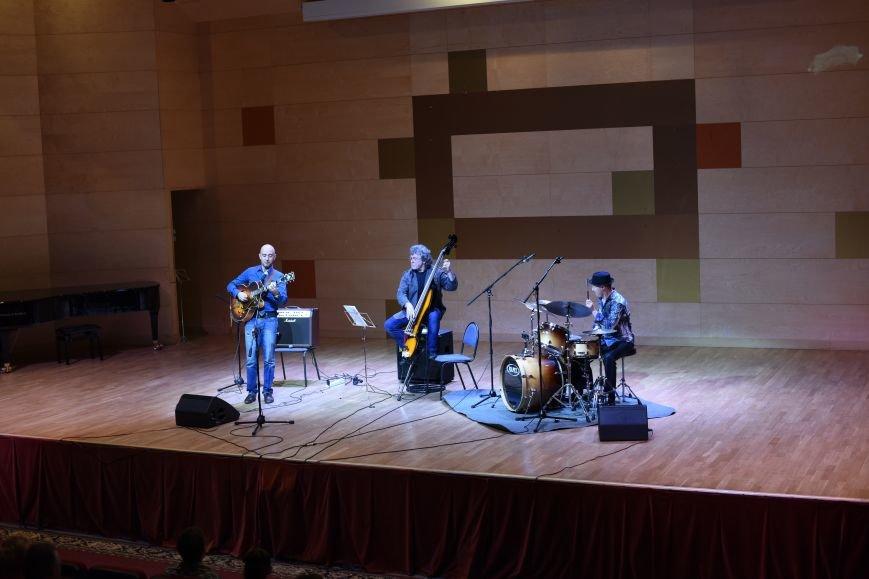 В новой Москве в Троицке прошел концерт талантливого итальянского гитариста  Алессио Менкони (ФОТО), фото-5