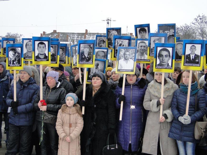 Сотні хмельничан пройшли містом з портретами Небесної Сотні (Фото, відео) (фото) - фото 5