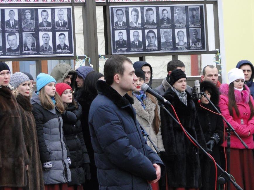 Сотні хмельничан пройшли містом з портретами Небесної Сотні (Фото, відео) (фото) - фото 3