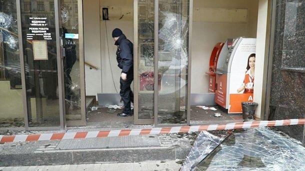 Киев лихорадит: активисты перекрыли Крещатик, собираются ночевать (фото) - фото 1