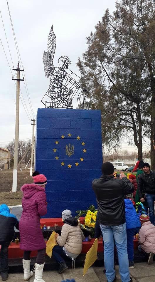 Под Одессой появился памятник Небесной Сотни (ФОТО) (фото) - фото 1