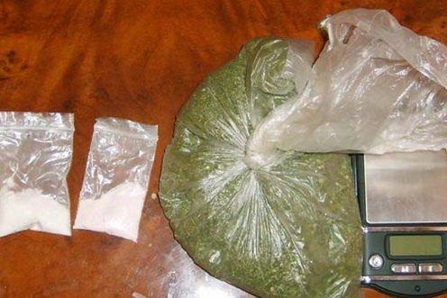 Біля Ужгорода чоловік тримав удома гранатомет та два кілограма наркотиків (фото) - фото 1