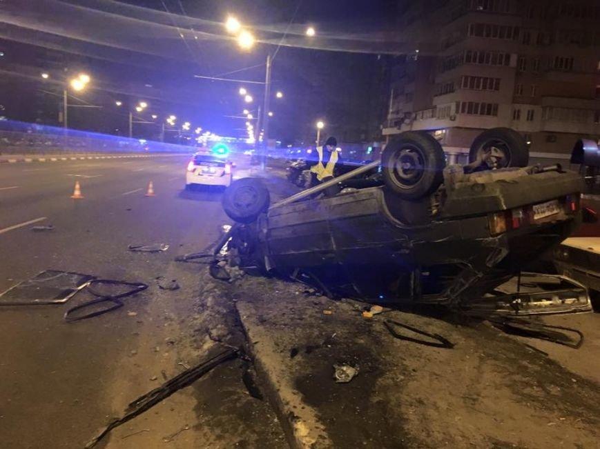 "ДТП на проспекте Гагарина: ""легковушка"" вылетела на тротуар и перевернулась, фото-1"