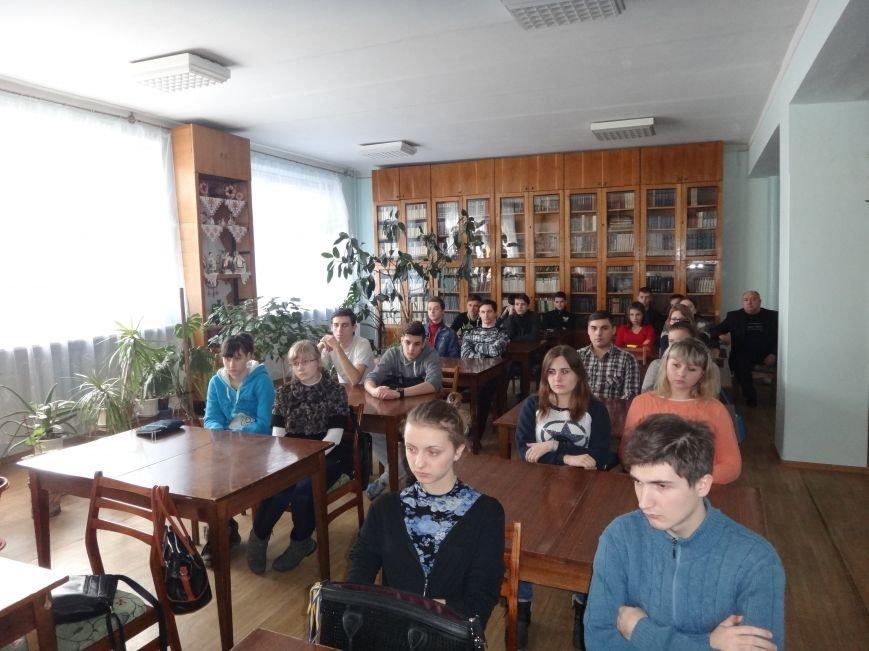 Студент одного з технікумів Слов'янська сфотографував наругу над прапором України (фото) - фото 1