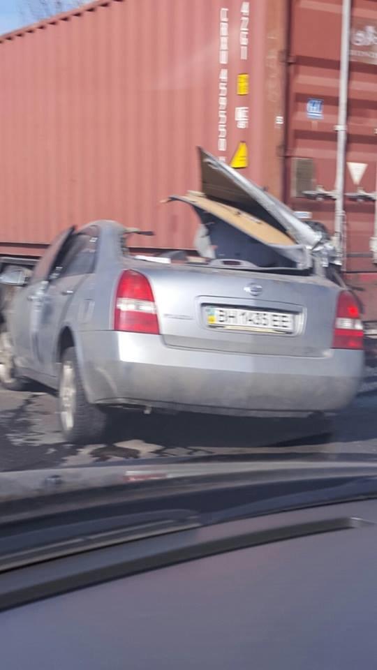 В Одессе иномарка врезалась в стоящую фуру (ФОТО), фото-5