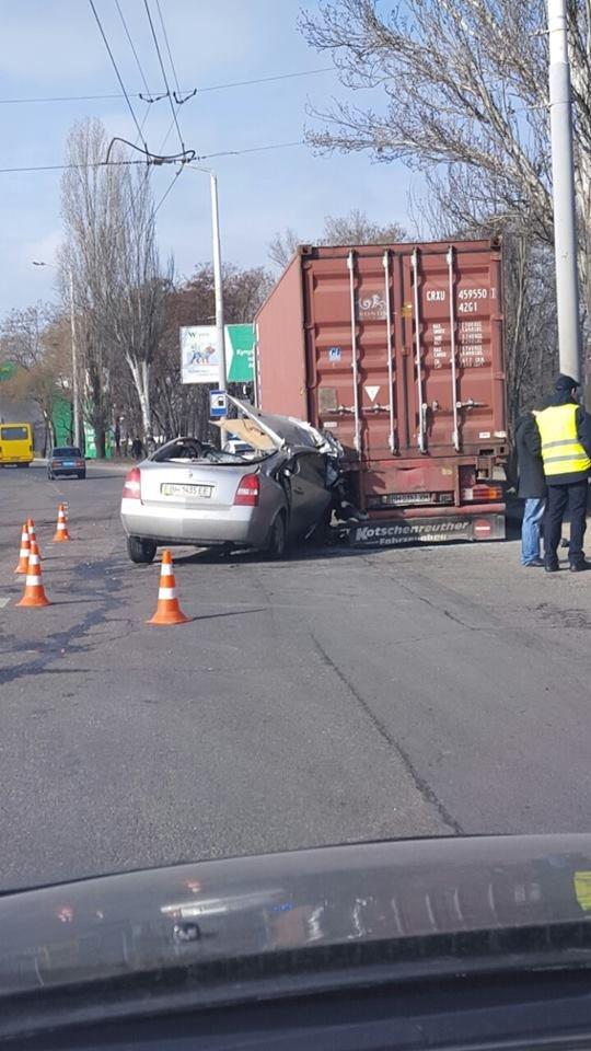 В Одессе иномарка врезалась в стоящую фуру (ФОТО), фото-4