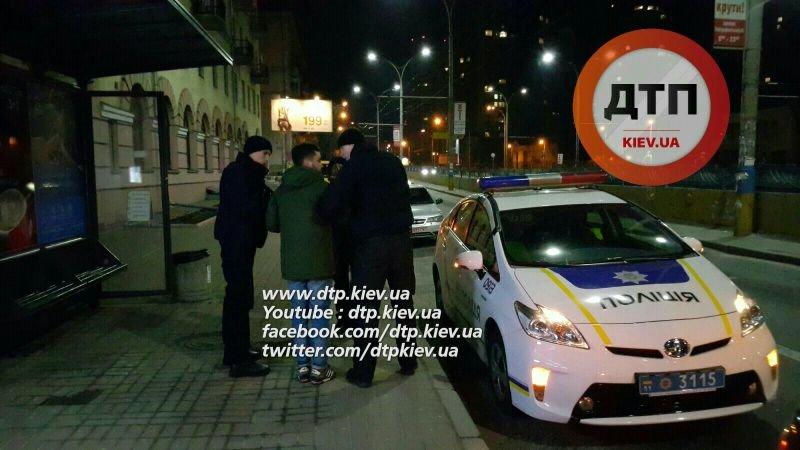 На Севастопольской площади полиция задержала пьяного водителя Alfa Romeo (ФОТО) (фото) - фото 1