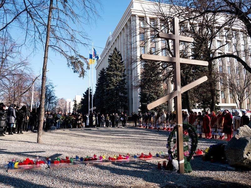В Днепропетровске почтили память героев Небесной сотни (ФОТО) (фото) - фото 4