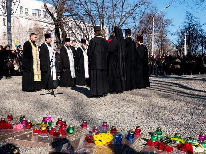 В Днепропетровске почтили память героев Небесной сотни (ФОТО) (фото) - фото 5