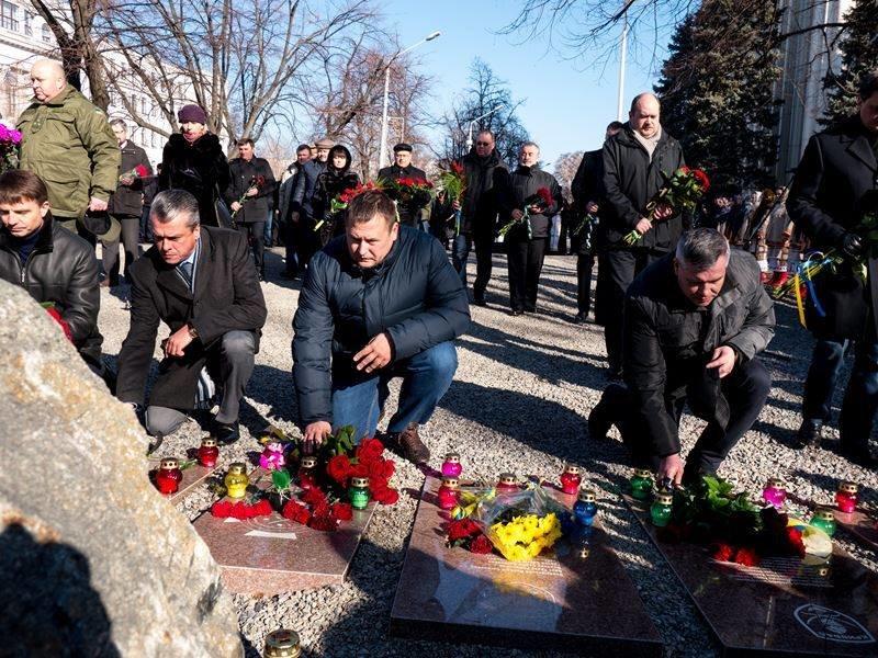 В Днепропетровске почтили память героев Небесной сотни (ФОТО) (фото) - фото 6