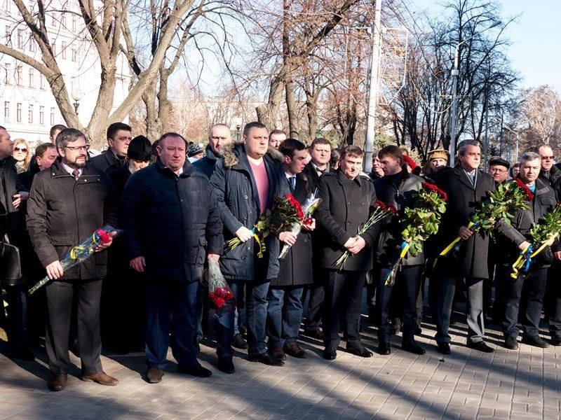 В Днепропетровске почтили память героев Небесной сотни (ФОТО) (фото) - фото 2