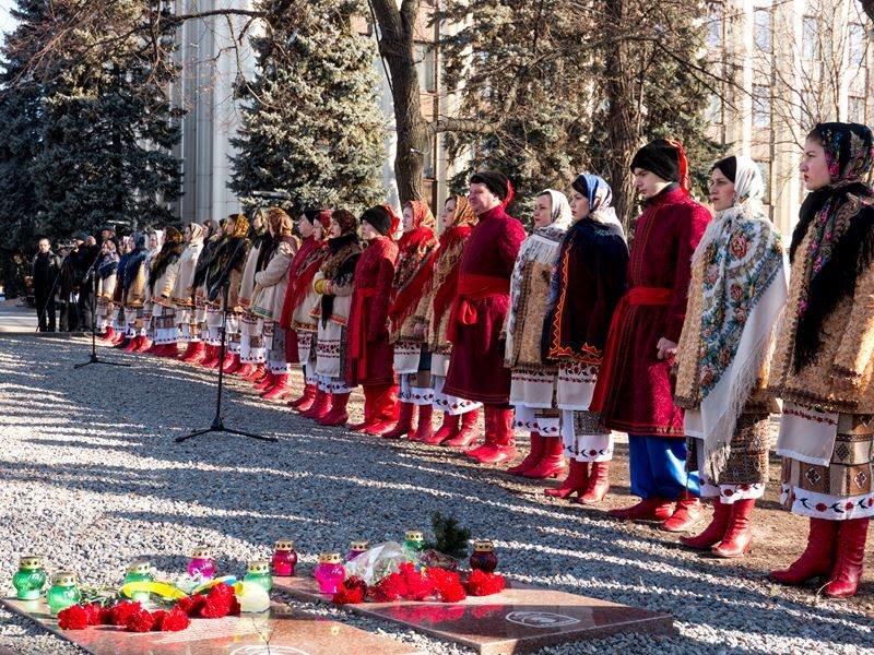 В Днепропетровске почтили память героев Небесной сотни (ФОТО) (фото) - фото 3