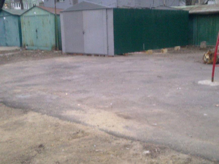 df56dbb784ca6e87c5b69e16d74c2a5a Жить по-новому: Вместо детской площадки в Одессе поставили гараж