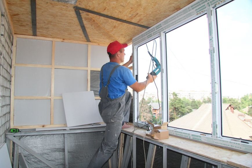 Остекление балкона: консультации мастеров СК Комфорт, фото-1