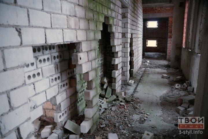 Здание аэровокзала в Обухово, которое не желают покупать даже за одну базовую: взгляд изнутри (фоторепортаж) (фото) - фото 11