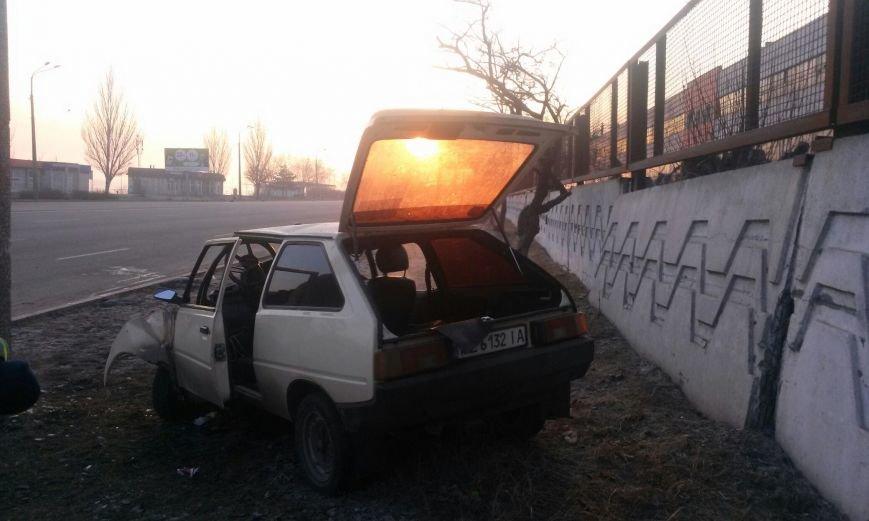 ДТП на Набережной: ЗАЗ превратился в груду металла (фото) - фото 3