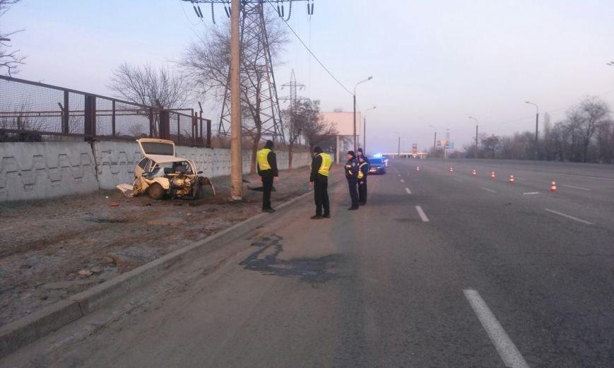 ДТП на Набережной: ЗАЗ превратился в груду металла (фото) - фото 1