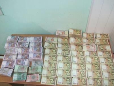 Житель Луганской области пытался ввезти в Украину 850 тысяч гривен для финансирования террористов (фото) - фото 3