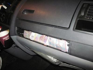 Житель Луганской области пытался ввезти в Украину 850 тысяч гривен для финансирования террористов (фото) - фото 1