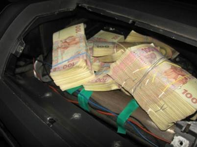 Житель Луганской области пытался ввезти в Украину 850 тысяч гривен для финансирования террористов (фото) - фото 2