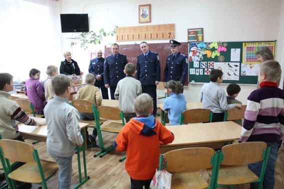 Славянские правоохранители посетили детей школы-интерната (фото) - фото 1