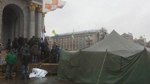 На Майдане коммунальщики демонтируют палаточный городок (ФОТО) (фото) - фото 5