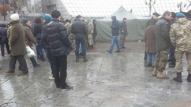 На Майдане коммунальщики демонтируют палаточный городок (ФОТО) (фото) - фото 3