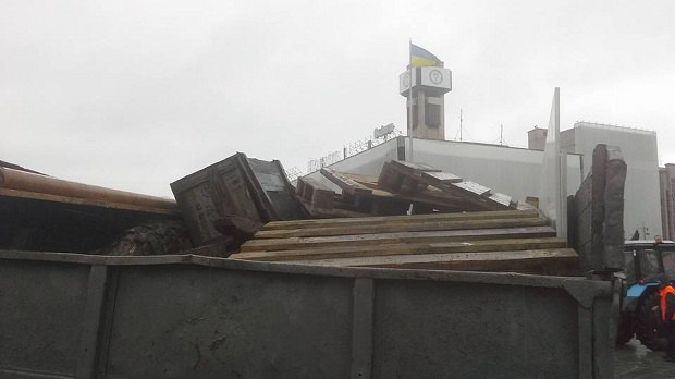 На Майдане коммунальщики демонтируют палаточный городок (ФОТО) (фото) - фото 2