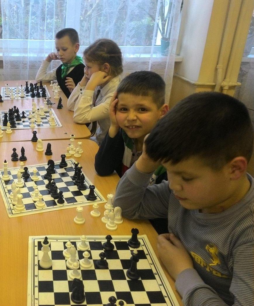 В Ялте юные шахматисты сыграли партию с ветераном ВОВ, фото-1