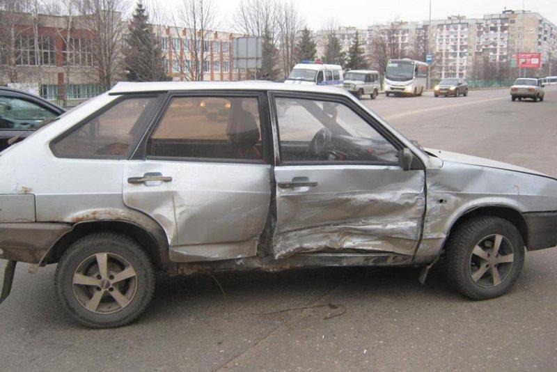В Белгородской области «КамАЗ» протаранил легковушку (фото) - фото 2