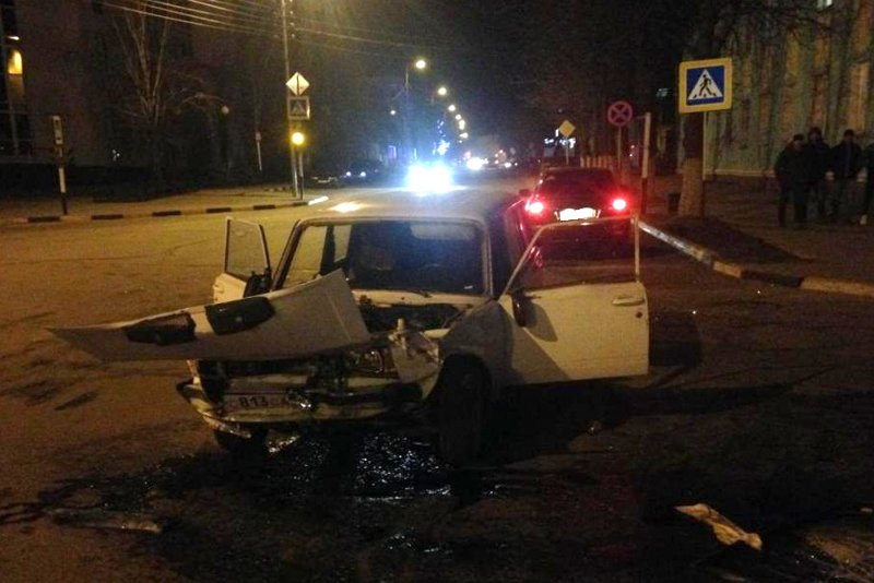 В Белгородской области «КамАЗ» протаранил легковушку (фото) - фото 3
