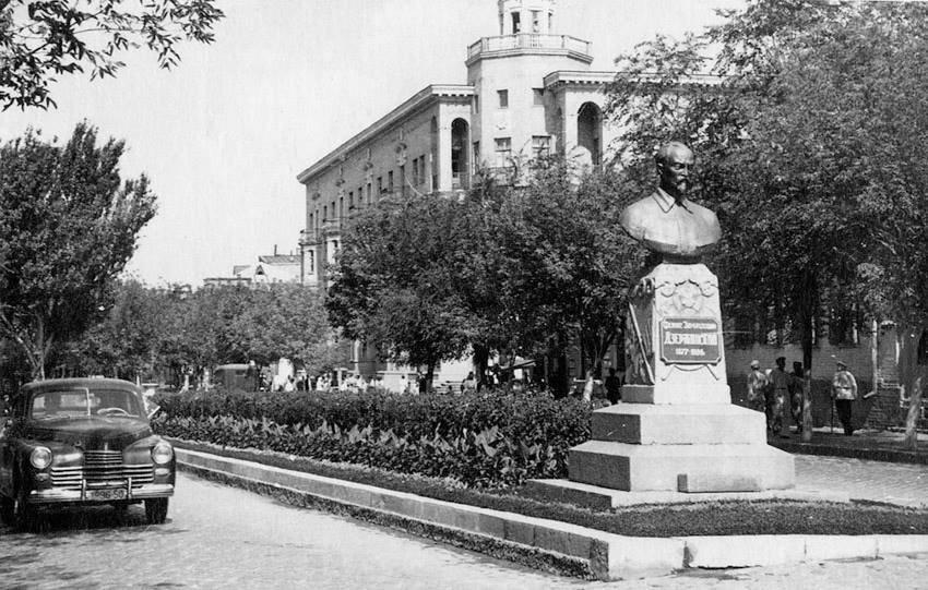 Гуд бай, Ленин или История запорожских памятников, которые демонтируют (Ретро-ФОТО, ВИДЕО) (фото) - фото 9