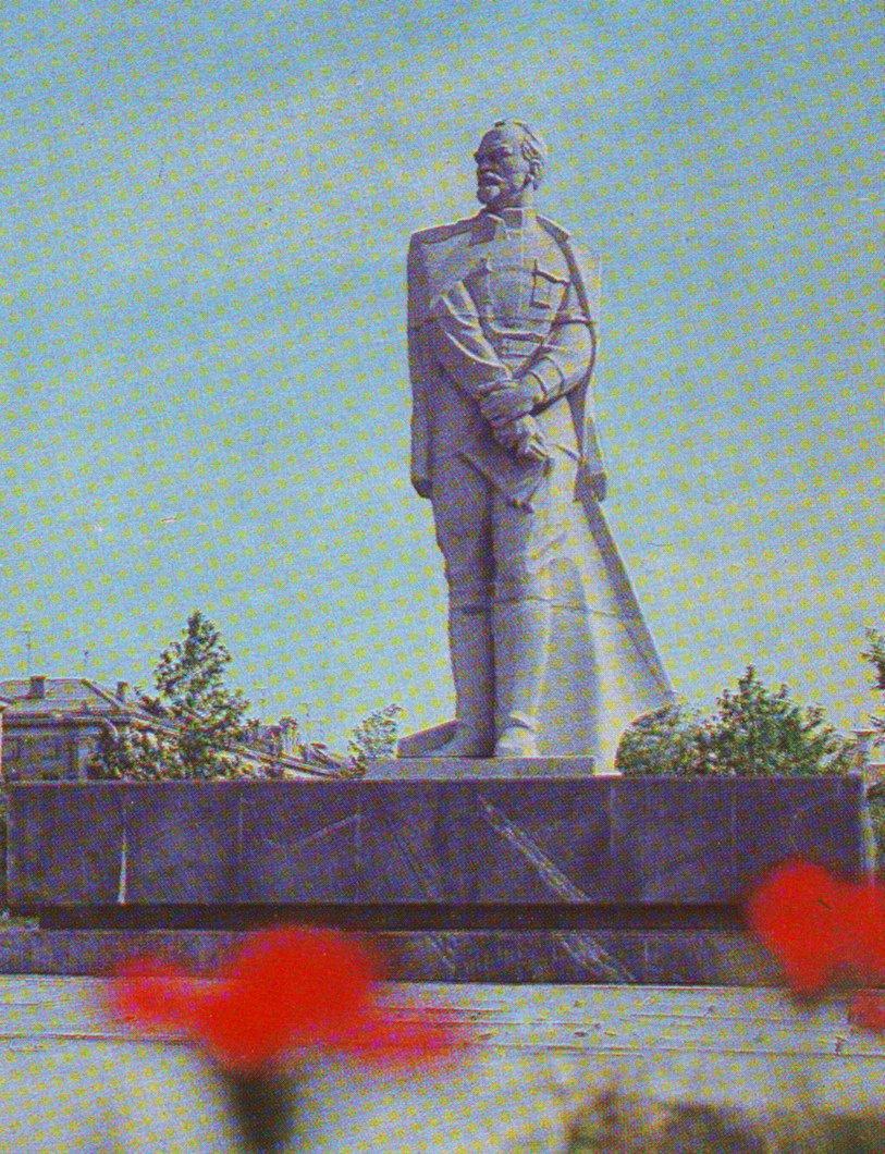 pamyatnik-dzerzhinskomu-1979-foto