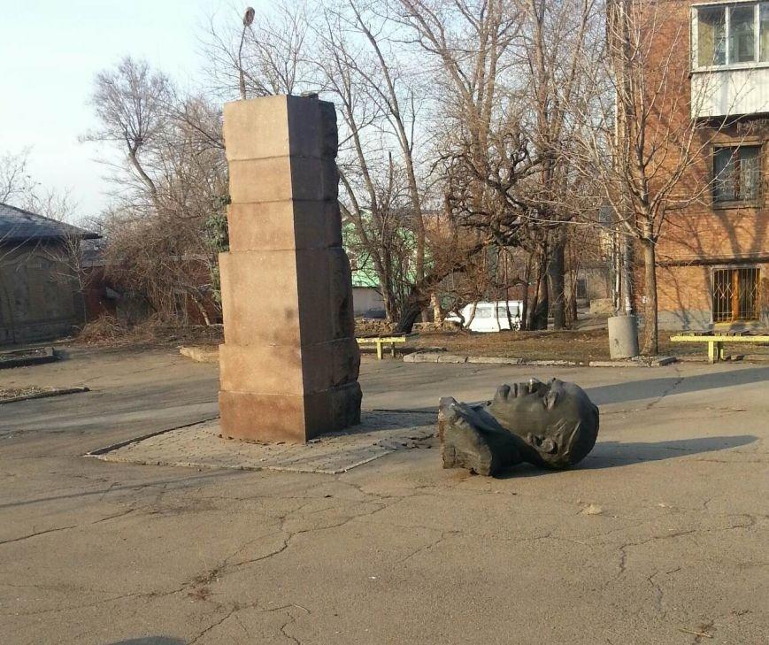 Неизвестные повалили бюст первого главы криворожского ревкома (ФОТО) (фото) - фото 2