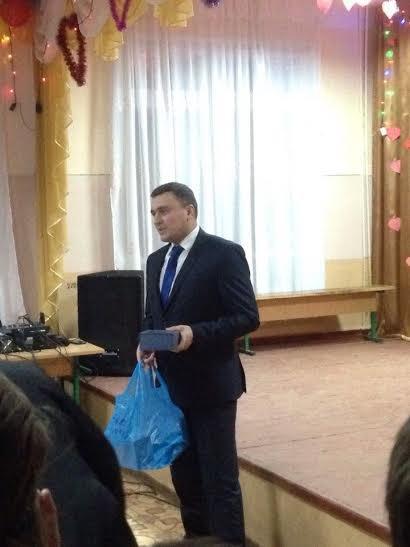 Завдяки Тарасу Юрику школа на Кременеччині – з новими мікрофонами, фото-1