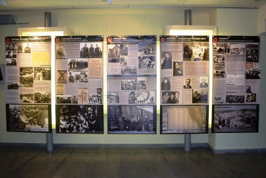 В Днепропетровске открылась выставка о роли украинцев во Второй мировой (ФОТО) (фото) - фото 1