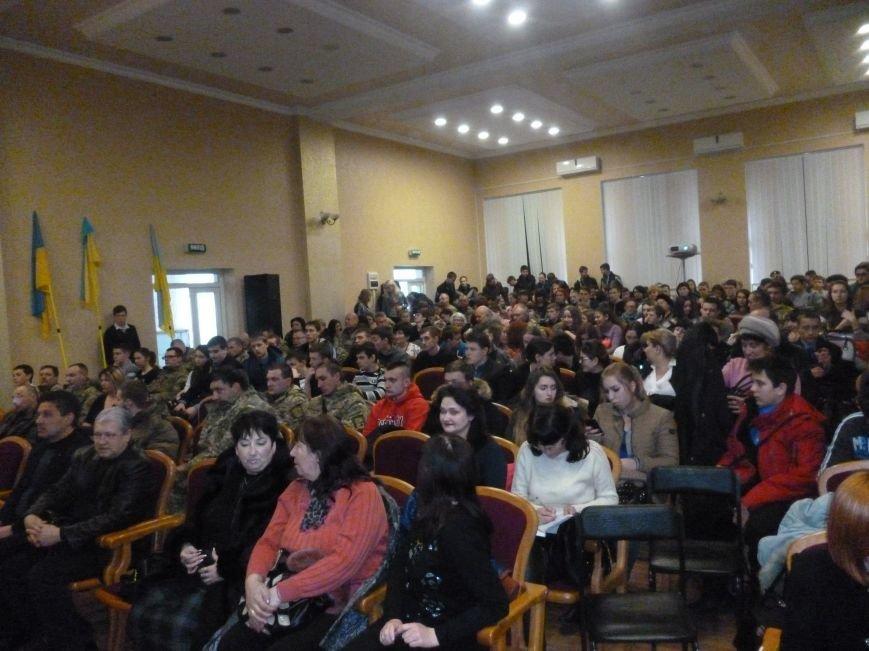 В Красноармейском педагогическом училище  почтили память Героев Небесной Сотни (фото) - фото 1