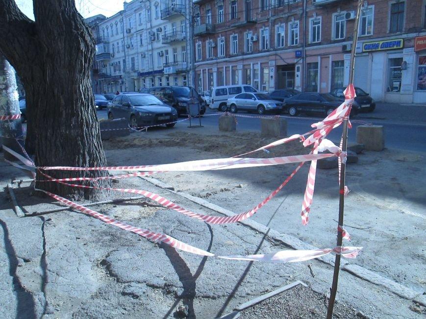 3298daa3f63f99d780ea5631dc7aae5d Вечная пробка: В центре Одессы дороги пришли в негодность или перерыты коммунальщиками