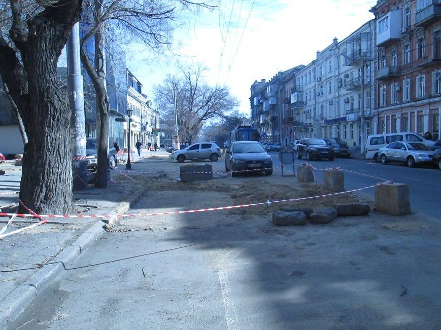 63c6f77b335e86f0c1d52b2a673f0d50 Вечная пробка: В центре Одессы дороги пришли в негодность или перерыты коммунальщиками